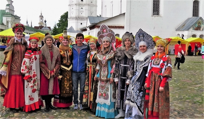 People in traditional Russian costumes